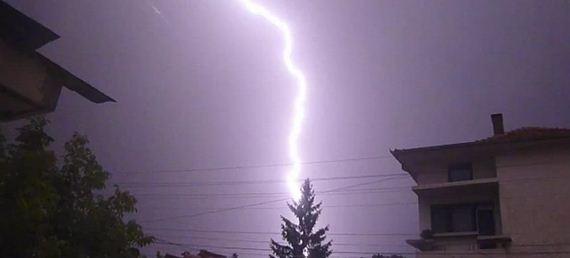 Lightnings in summer night sky + slow motion